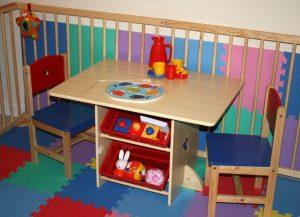 Kidkraft tafel met 2 stoeltjes, ikenik, kindermeubels en educatief speelgoed
