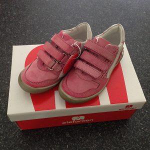 Kinderschoenen, kindervoeten