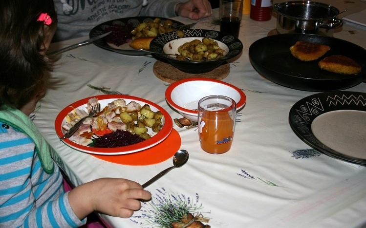 Lily eten, Nijntje speelt servies, Rosti Mepal